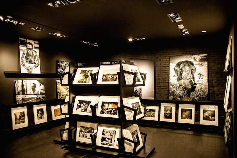 Gallery indoor black