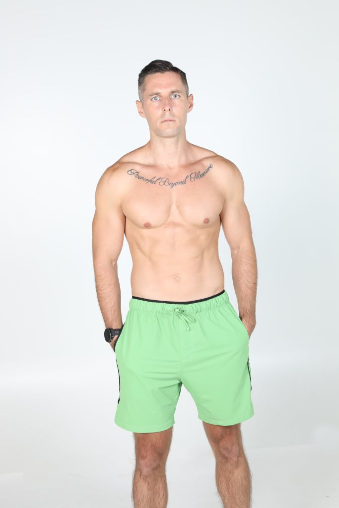 1z4a7634 green yoga workout shorts front compressed 683x1024